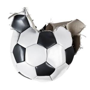 Fußball zerstört